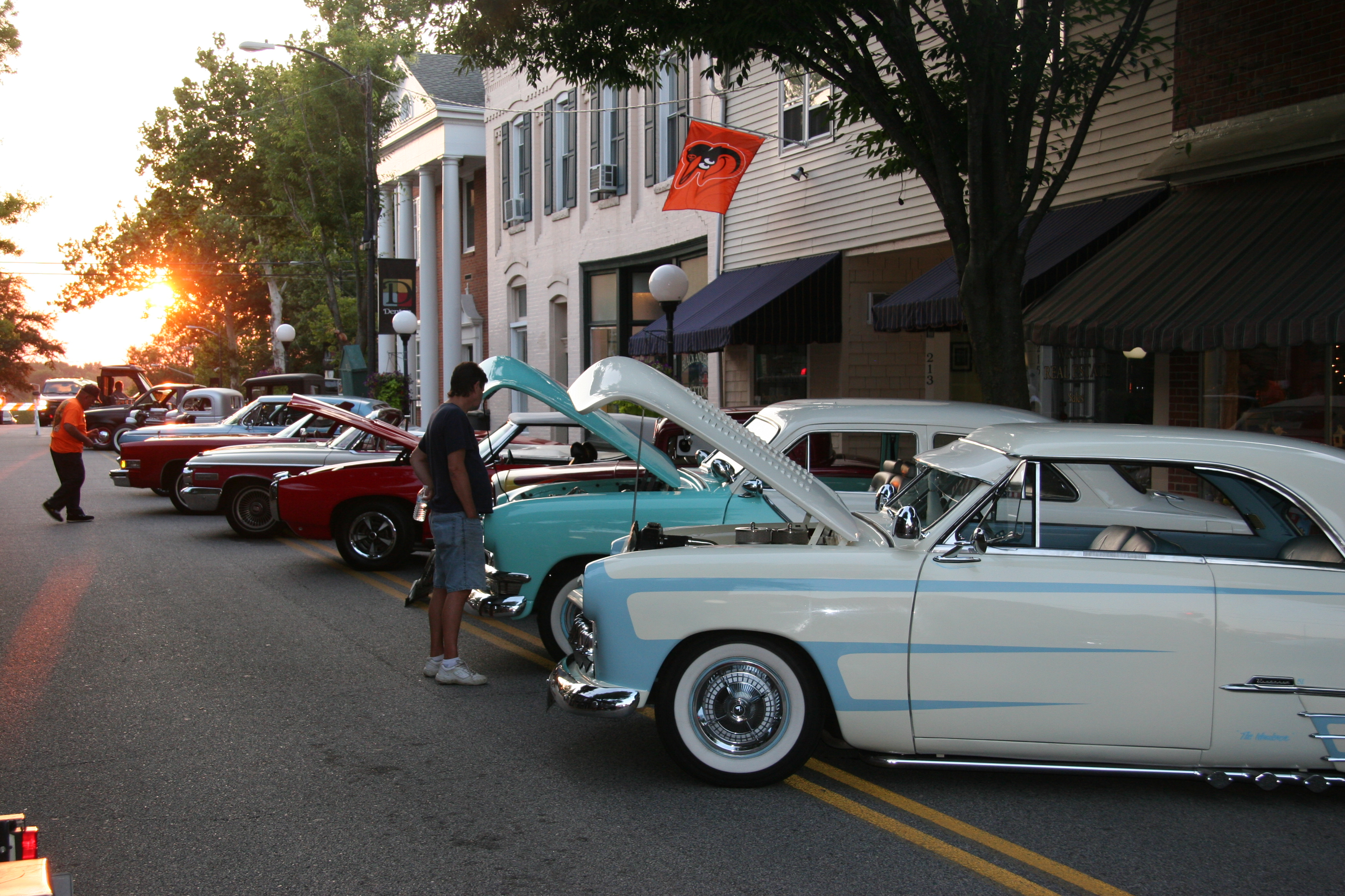 Friday Night Cruise In Caroline County Office Of Tourism - Market street car show